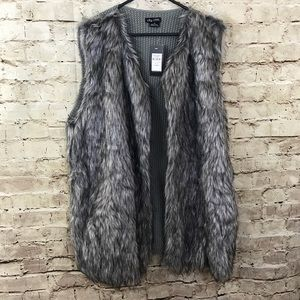 New City Chic Gray Vest. Faux fur on front Medium